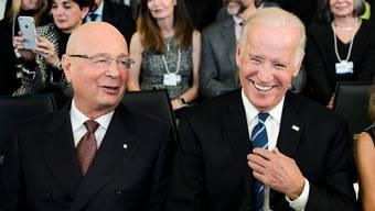 Kennen sich seit 20 Jahren: WEF-Gründer Klaus Schwab und Joe Biden, der als US-Vizepräsident 2016 nach Davos kam.