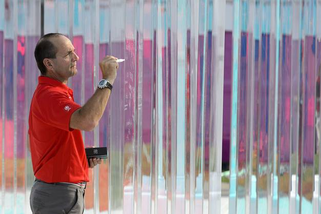 und Gian Gilli, Sportdirektor von Swiss Olympic freuts.