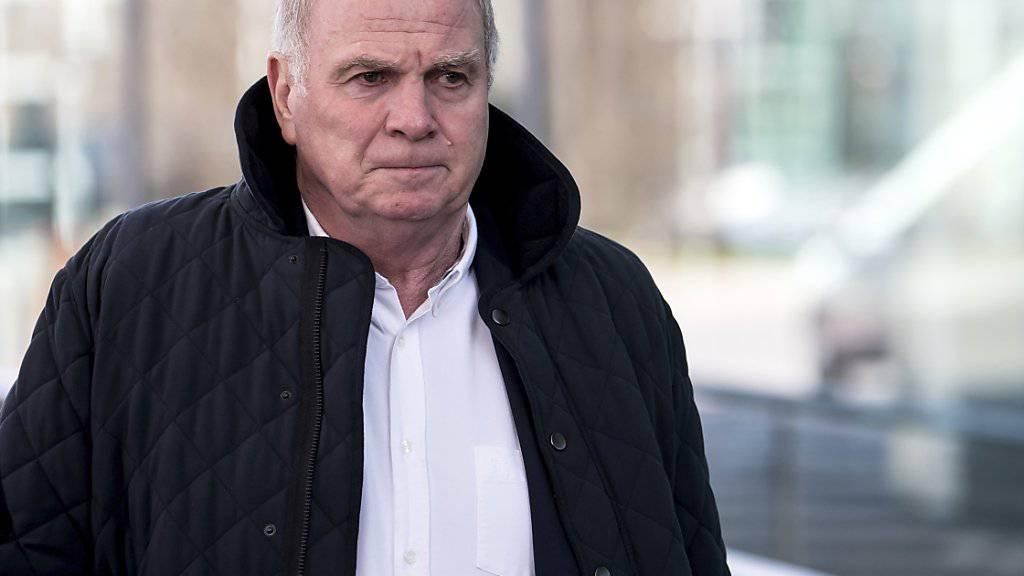 Uli Hoeness ärgert sich über den PSG-Sportchef
