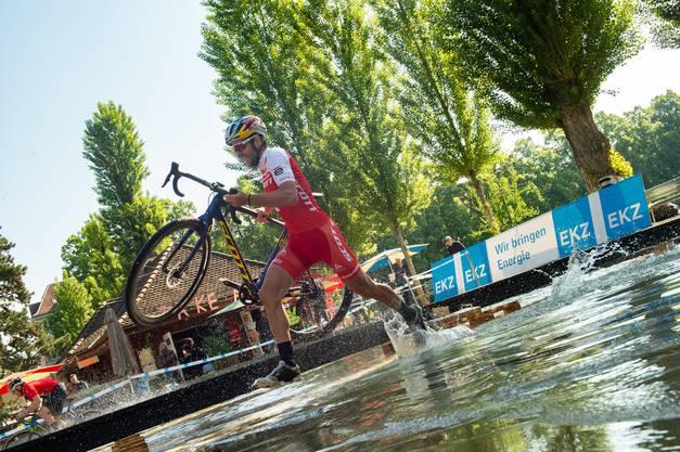 Lars Forster rennt lieber durchs Wasser.
