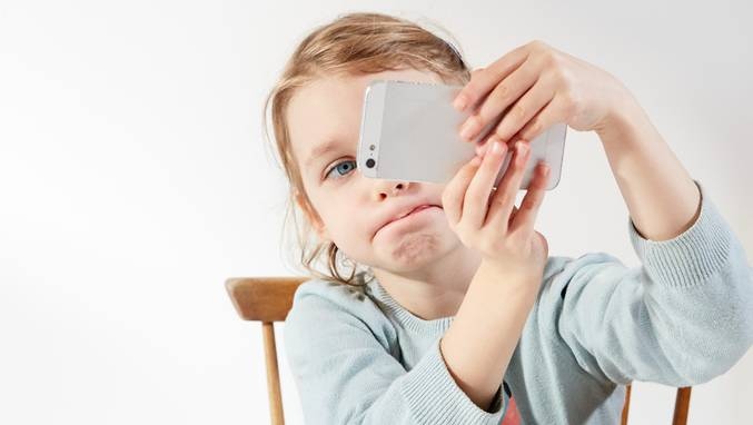 Die Digitalisierung hat sich in der Welt der Kinder im Primarschulalter etabliert.