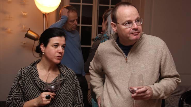 Gastgeberin Manuela Enzler mit Autor Marc Djizmedjian. wpo