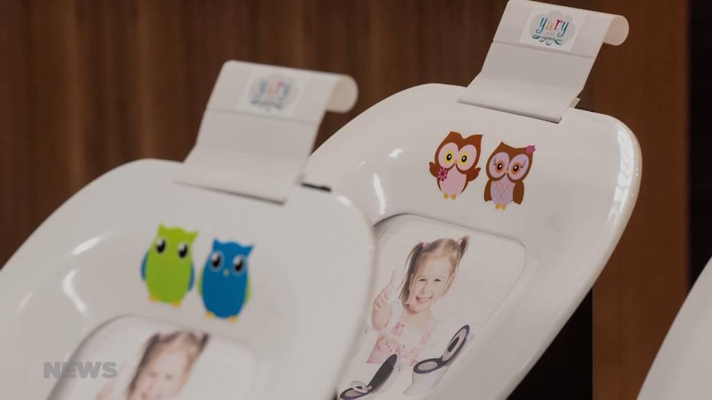 Ehemaliger lybischer Flüchtling erfindet Kinder-WC-Sitz