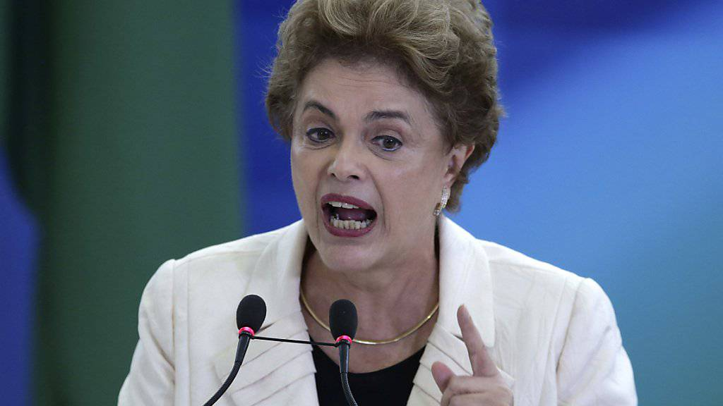 Das Eis wird dünn für die brasilianische Präsidentin Dilma Rousseff - nun stellt sich auch das Parlament gegen sie.