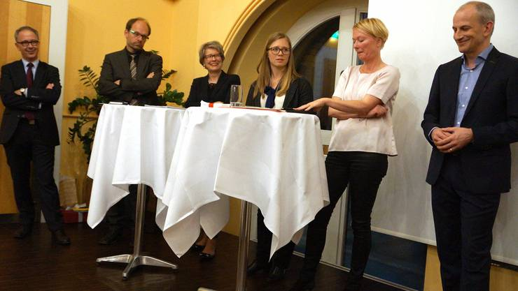 Roland Fankhauser, Luc Humbel, Corina Eichenberger, Diskussionsleiterin Anna Wanner, Nicole Althaus und Fabian Vaucher (v.l.) diskutieren über die Zukunftsfamilie.