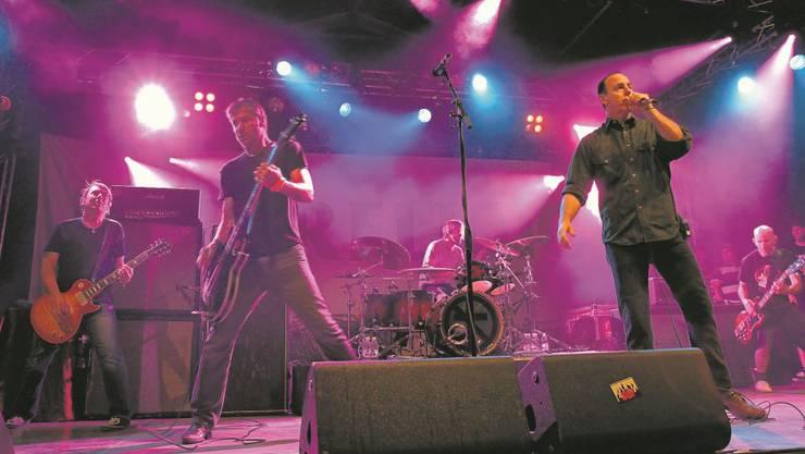 Bad Religion, Urväter des Punkrock, heizten dem zahlreichen Publikum mächtig ein.