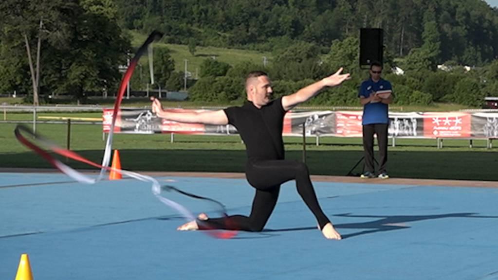 Feurig: Die Gymnastik-Vorführung des Aargauer Schweizer Meisters Remo Murer (40)