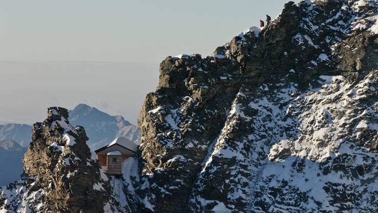 Das Solvay-Biwak auf halbem Weg zum Matterhorngipfel. Eine Hütte für den absoluten Notfall.