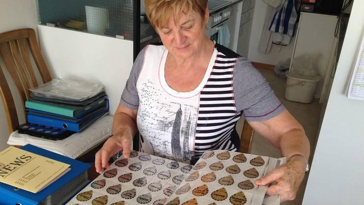 Margrit Gräubs Leidenschaft für die Kaffeerahmdeckeli entfachte, als sie die Sammlung ihrer Tochter vor 30 Jahren übernahm.
