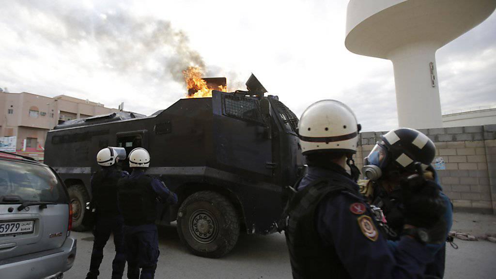 Anschlag auf Polizeifahrzeug: Vier Einsatzkräfte werden in Bahrain verletzt. (Archivbild)