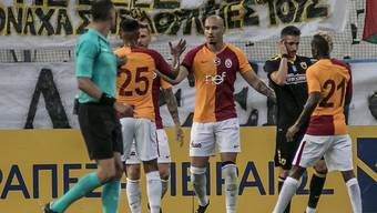 Die Spieler von Galatasaray können sich zum Sieg im Istanbuler Derby gegen Kasimpasa beglückwünschen (Archiv)