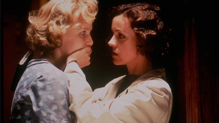 Aimée und Jaguar (aus dem gleichnamigen Spielfilm) dürfen ihre Liebe zur Zeit der Nazis nicht aussprechen.