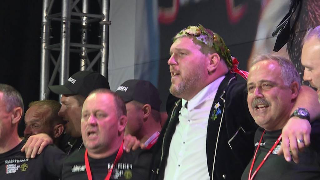 Christian Stucki feiert seinen Königstitel