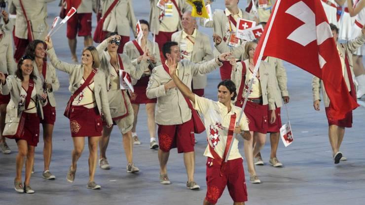 Stolzer Fahnenträger: Roger Federer führt die Schweizer Olympia-Delegation 2008 in Peking an