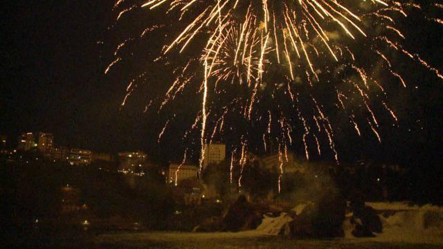 Fire on the rocks: So schön war das Rheinfall-Feuerwerk