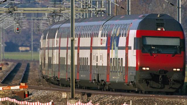 Ein Zug auf der Strecke blockiert den Bahnverkehr zwischen Seon und Lenzburg.