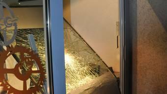 Das Eingeschlagene Schaufenster der Goldschmiede Maurer in Biebrist