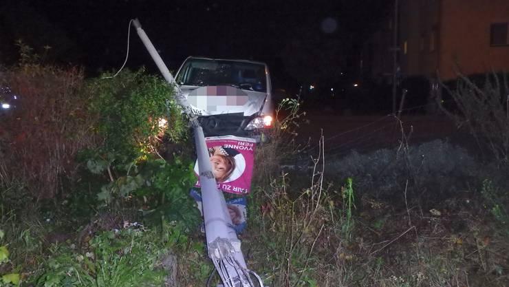 Ein 29-Jähriger schlief während der Fahrt auf der Zürcherstrasse in Neuenhof am Steuer ein.