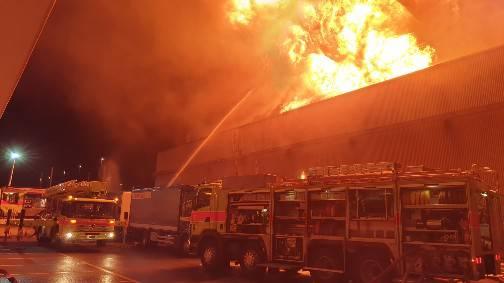 Die Lagerhalle der Pestalozzi Gruppe fing in der Nacht auf Mittwoch Feuer.