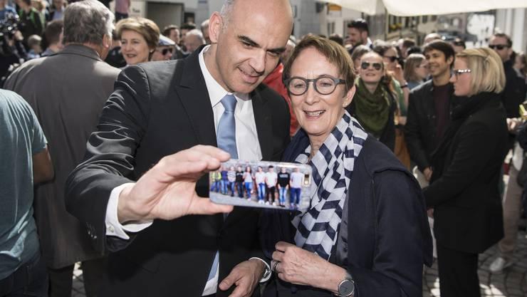 Alles andere als selfiescheu: Bundesrat Alain Berset.