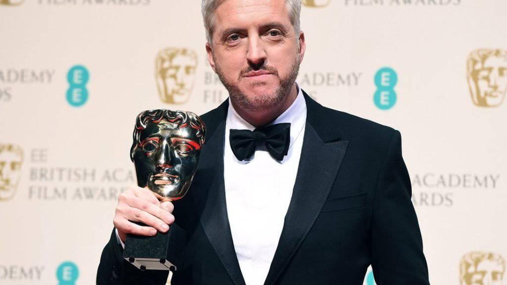 """Drehbuchautor Anthony McCarten - hier mit seinem BAFTA-Award für """"The Theory of Everything"""" - soll das lange angekündigte Freddie-Mercury-Biopic retten (Archiv)"""