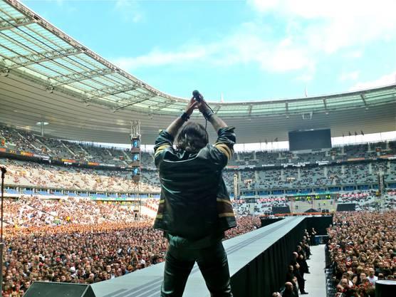 Csaba Zvekan, Sänger von Metal Machine, trat mit AC/DC 2010 im Stade de France in Paris auf. Zvekan kandidiert für die SVP für den Reinacher Gemeinderat, die Gemeindewahlen sind im Februar 2020.