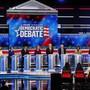 Präsidentschaftsbewerber der US-Demokraten haben inmitten der sich zuspitzenden Untersuchung zur Ukraine-Affäre in der Nacht auf Donnerstag scharfe Kritik an Präsident Donald Trump geübt.