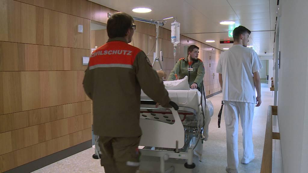 Abwechslung im Spitalalltag – Zivilschutz zügelt Patienten