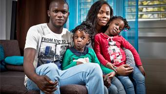 Igor Nganga liebt seine drei Frauen: Sofia und die Zwillinge Kelaia (links) und Anaia.