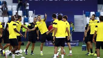 Spieler des FC Sevilla trainieren in Tiflis vor dem Supercup