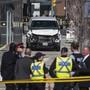 Im Hintergrund ist der weisse Lieferwagen zu sehen, mit dem in Toronton zehn Personen getötet wurden.