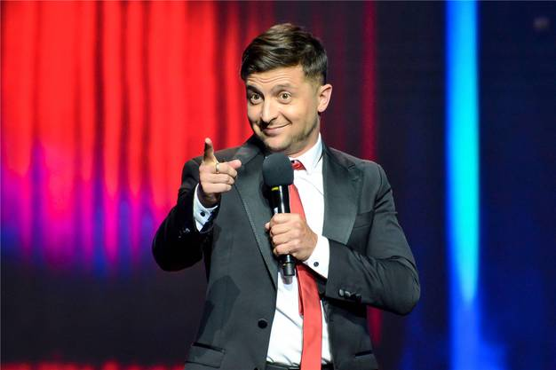 Wolodymyr Selenski auf der Bühne.