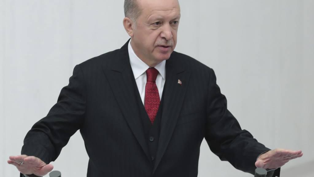 Recep Tayyip Erdogan, Präsident der Türkei, hält eine Rede im Parlament. Foto: Uncredited/Turkish Presidency/AP/dpa