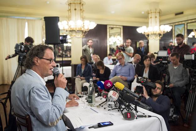Viele Journalisten verfolgen den Auftritt von Geri Müller