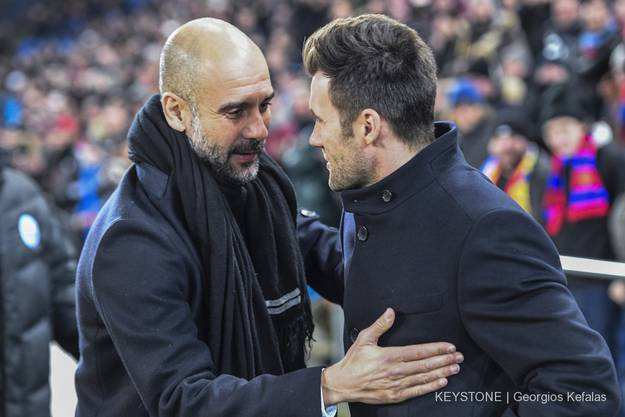 Manchester City's Trainer Pep Guardiola und Basels Coach Raphael Wicky.