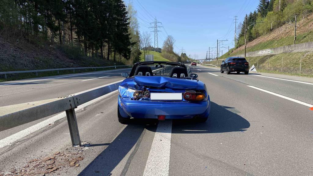 Lernfahrt endet mit Totalschaden – Fahrer bleiben unverletzt