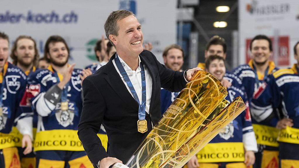 Der Zuger Trainer Dan Tangnes will auch in der Champions Hockey League jubeln.