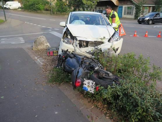 Biel-Benken BL, 23. August: Eine Töfffahrerin übersah in Biel-Benken ein vortrittsberechtigtes Auto und wurde angefahren. Die Töfffahrerin sowie die Autofahrerin mussten verletzt ins Spital.