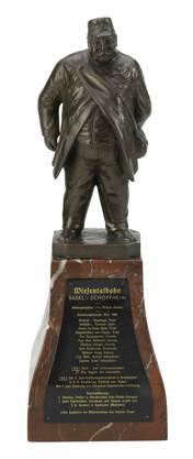 Die Statuette (um 1875) zeigt Kasimir Bauer, den ersten Zugführer der Wiesentalbahn.