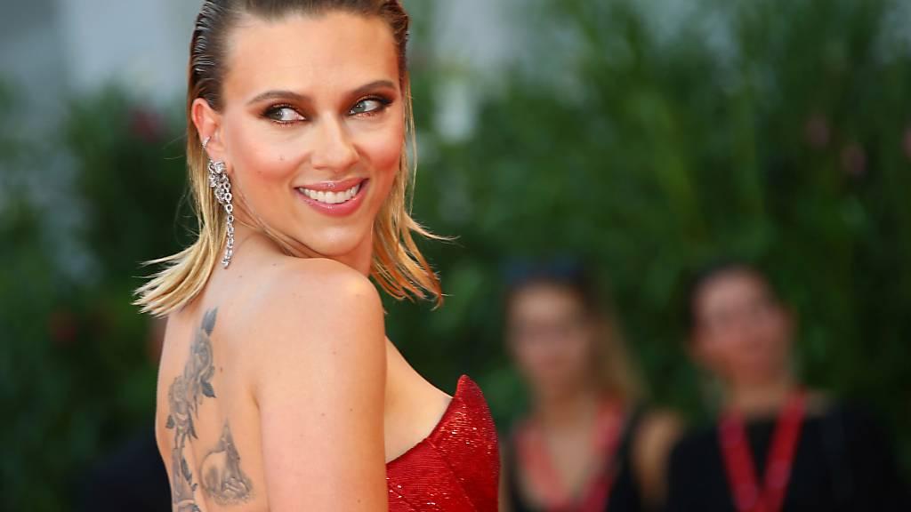 ARCHIV - Scarlett Johansson, US-amerikanische Schauspielerin, erscheint zur Premiere des Films «Marriage Story». Archivbild Foto: Joel C Ryan/Invision/AP/dpa