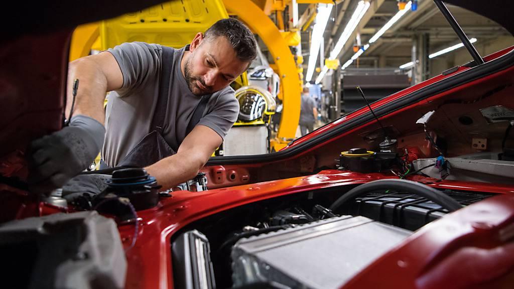 Die Krise in der Autoindustrie wirkt sich auf den Geschäftsgang von Komax aus. (Archivaufnahme)