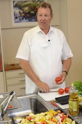 Regierungsrat Zwick als Koch im landwirtschaftlichen Zentrum Ebenrain in Sissach