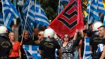 Anhänger der Neonazi-Partei Goldene Morgenröte in Athen
