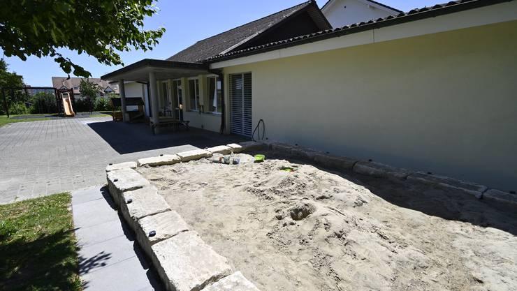 Der neue Sandkasten beim Kindergarten Einschlag