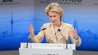 Ursula von der Leyen spricht während der Sicherheitskonferenz
