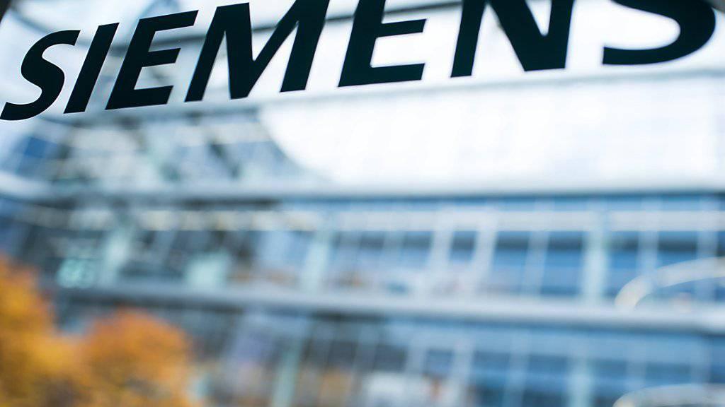 Siemens muss erneut den Sparhebel ansetzen und baut Stellen ab. (Archivbild)
