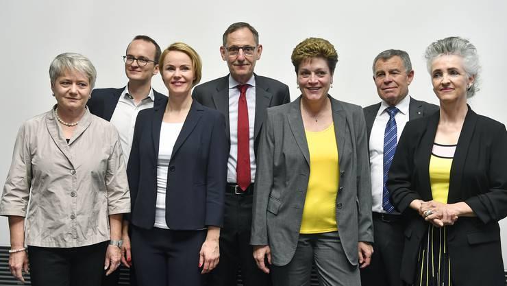 Der neu gewählte Regierungsrat von links nach rechts: Jacqueline Fehr (SP), Martin Neukom (Grüne), Natalie Rickli (SVP), Mario Fehr (SP), Silvia Steiner (CVP), Ernst Stocker (SVP) und Carmen Walker Spaeh (FDP)