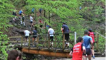 Die kurz vor dem Rennen fertiggestellte neue Brücke hielt der Belastung von 1388 Beinen mühelos stand.