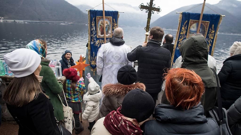 Über zwei Millionen Russen bei traditionellem Eisbaden
