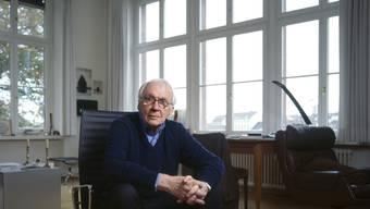 """Der Schweizer Theaterregisseur Werner Düggelin ist mit 90 Jahren gestorben. Seine letzte Inszenierung war Georg Büchners """"Lenz"""" am Schauspielhaus Zürich im September 2018. (Archivbild)"""